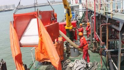 海盛集团开展溢油回收抢险应急演练